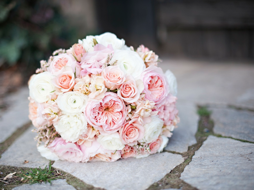 The flowers designed in this bride s bouquet are juliet english garden roses stock ilse spray - Red garden rose bouquet ...