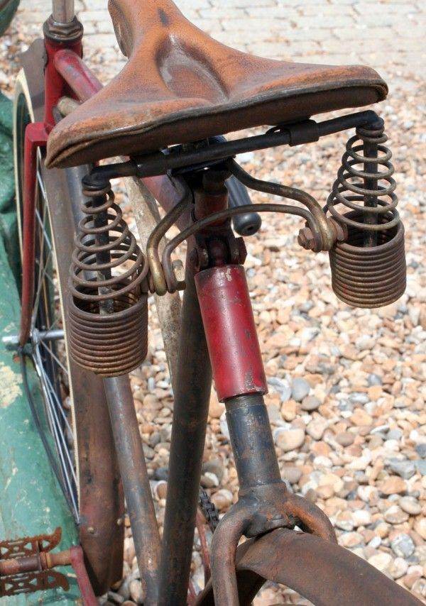 The history of bicycle improvement is very largely written around four feature points: 1. Truss frame. 2. Use of drop forgings. 3. Use of flush joints instead of outside joints for frame sections....