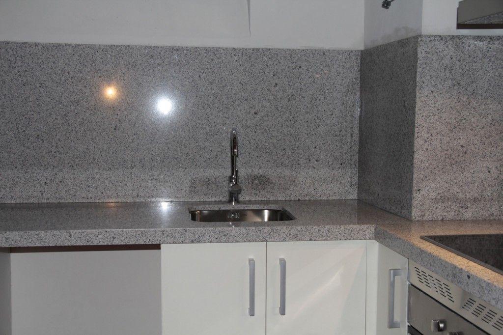 Resultado de imagen de cocinas con granito blanco cristal - Encimeras de cocina de cristal ...