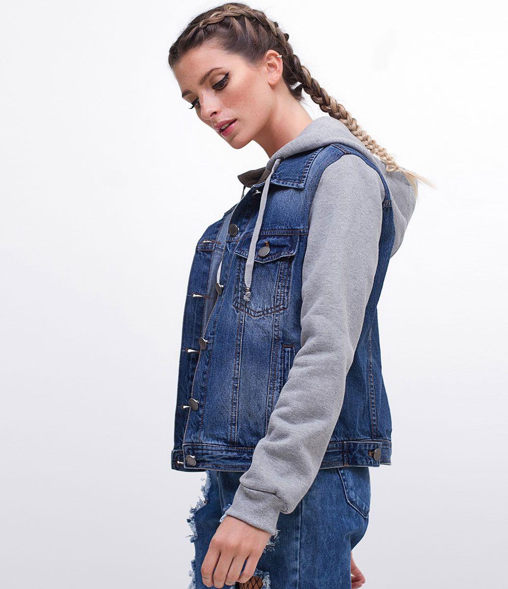 a26c0c65819 Jaqueta feminina Com mangas em moletom Com capuz em moletom Marca  Blue  Steel Tecido  jeans Composição  100% algodão Modelo veste tamanho  P  Medidas da ...