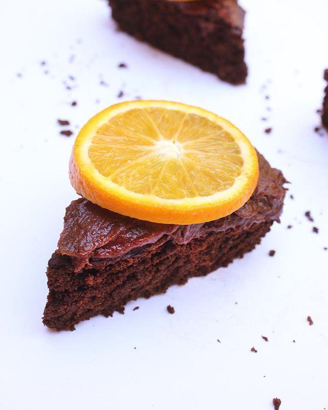Vegan Chocolate Orange Cake w/ Fudgy Frosting by the amazing @abigailgeer