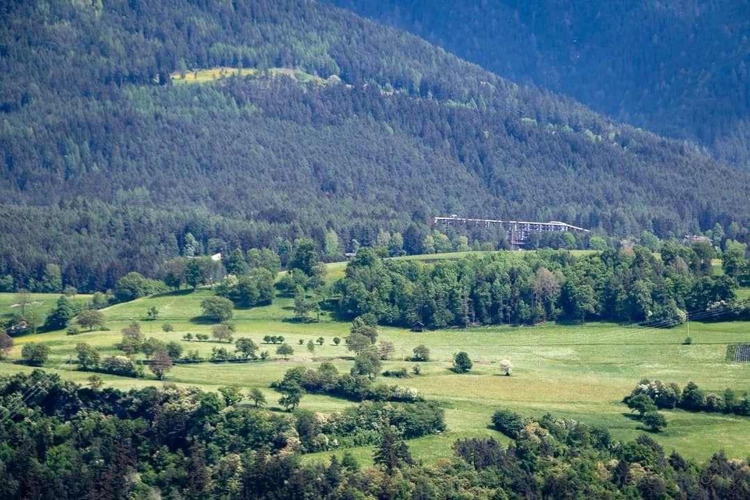 """Plose Wellness Hotel """"My Arbor"""" von Brixen aus gesehen"""