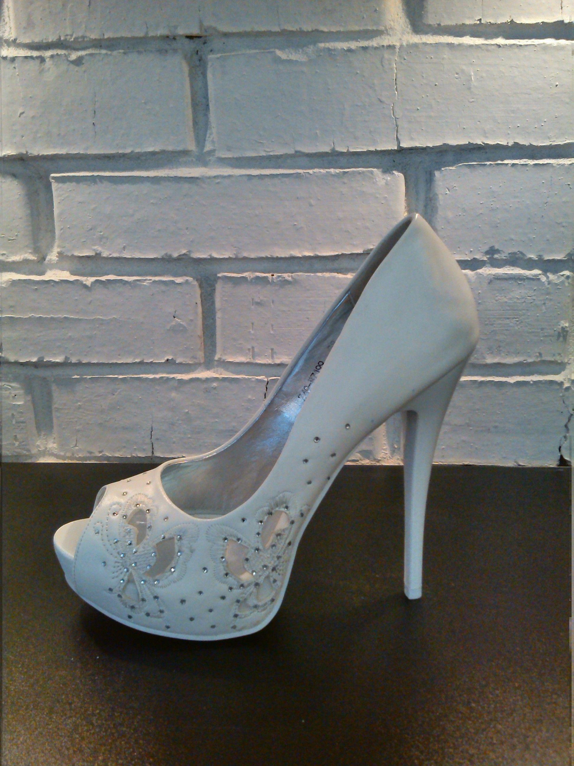 9bfbde98c Свадебные туфли на высоком каблуке с открытым носом. Скрытая танкетка  заметно увеличивает рост невесты,