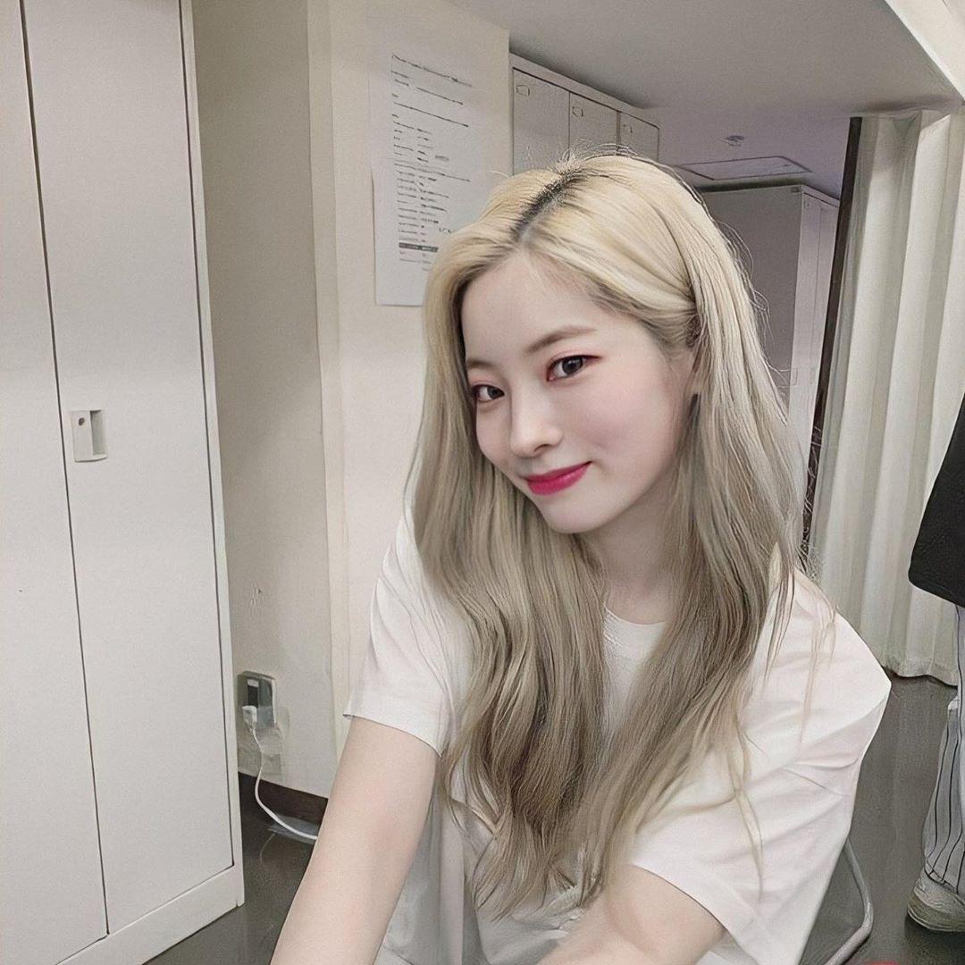 いいね 2 089件 コメント24件 Twice Dahyun 다현 Dahyun 98 のinstagramアカウント Dahyun As Your Girlfriend Happy V Day Everyone In 2020 Korean Beauty Beauty Twice Dahyun