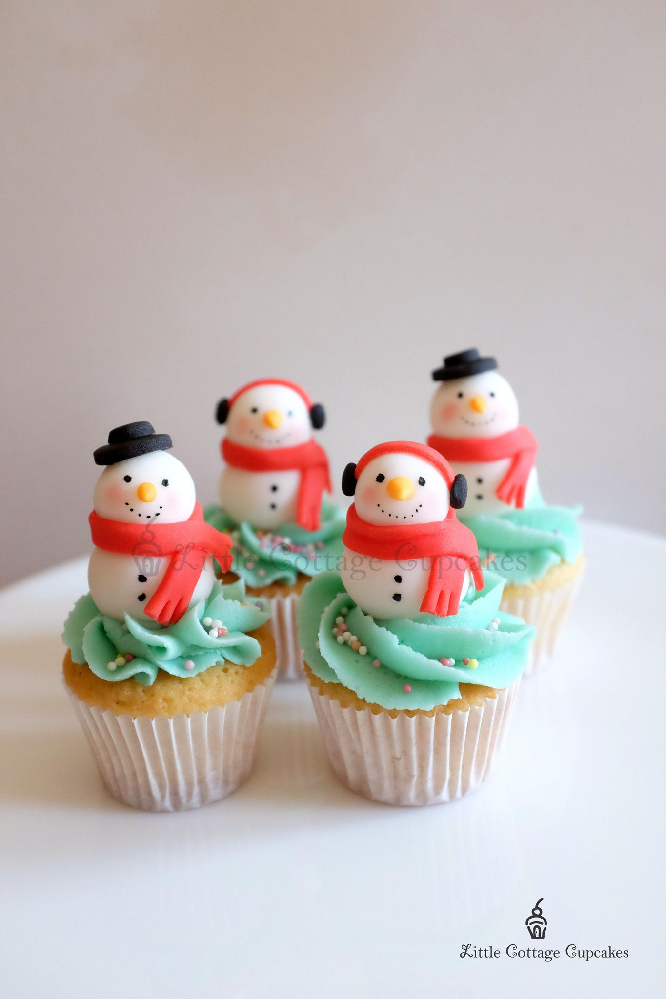 https://flic.kr/p/qtziUP | Snowmen! | Mini Christmas Cupcakes for my daughter's class party.