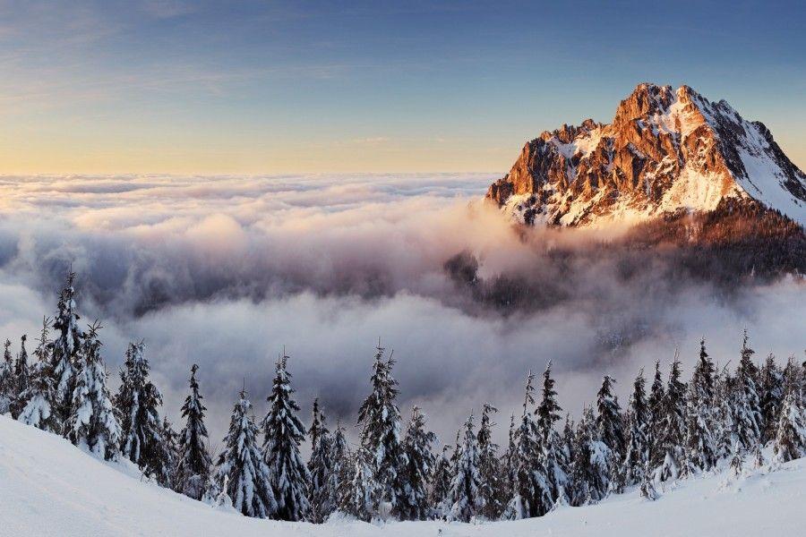 Cima sobre las nubes