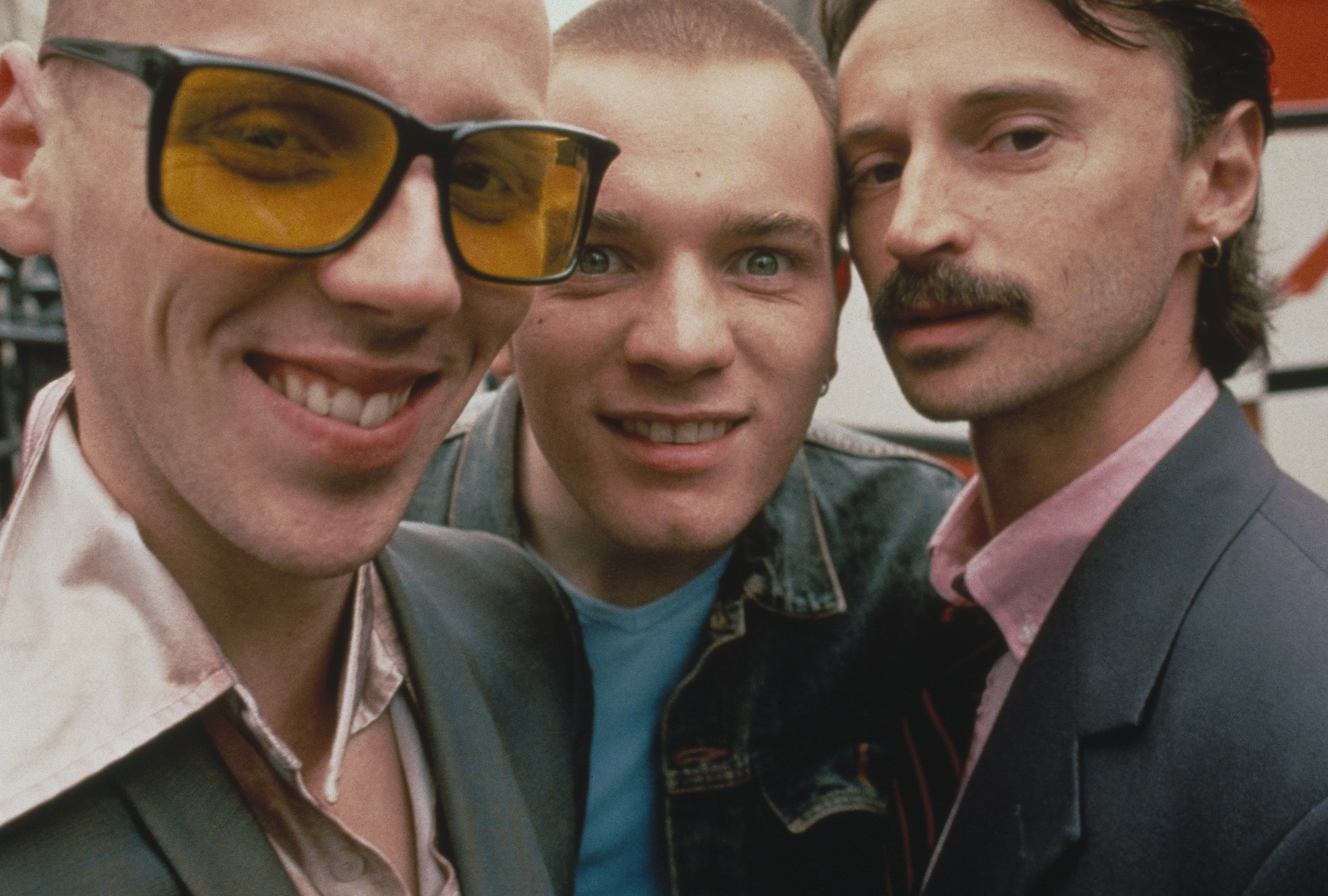 trainspotting essay Trainspotting, the novel, is bleak and realistic whilst sparse on humour, the one-liners and comic observations when they do appear are ridiculously funny and easy to relate to, for example when.