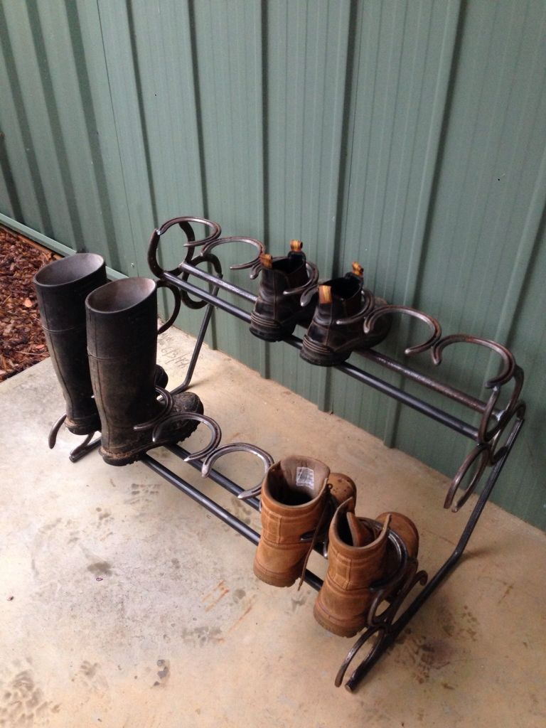 Shoe Rack Made With Horse Shoes Horseshoe Art Horseshoe Projects