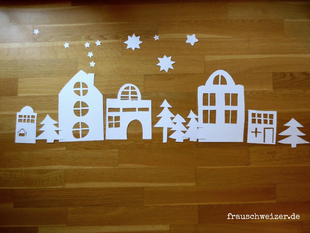 Wie Bastelt Man Das Fensterbild Hauser Im Winter Fensterbilder Weihnachten Basteln Basteln Weihnachten Fenster Fensterdeko Weihnachten Basteln