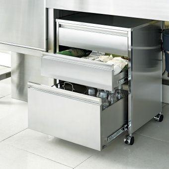 シンク下の空きスペースをゴミ箱やキッチン収納として有効活用できます