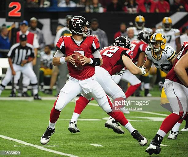 Matt Ryan Of The Atlanta Falcons Drops Back To Pass Against The Green Bay Packers At The Georgia Dome On November 28 20 Atlanta Falcons Atlanta Georgia Atlanta
