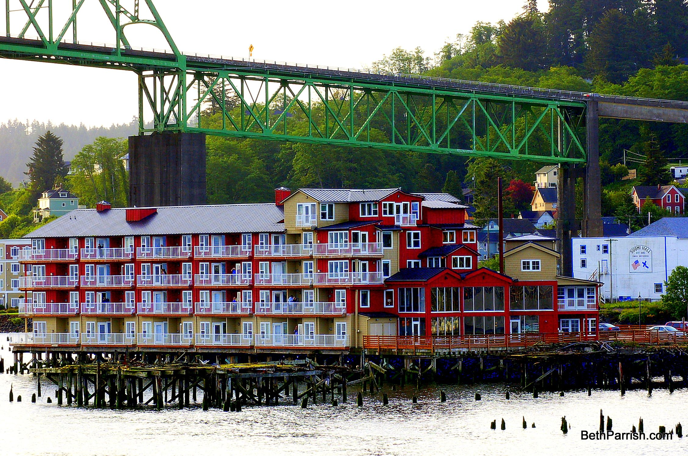 cannery pier hotel in astoria oregon built on pilings on. Black Bedroom Furniture Sets. Home Design Ideas