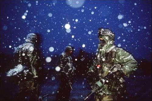 """""""US soldiers arrive in Bosnia to enforce the Dayton Peace Agreement."""" And should have eulogized the moribund efforts of German and US diplomacy that led to the war in the first place.  1995.  Ron Haviv."""