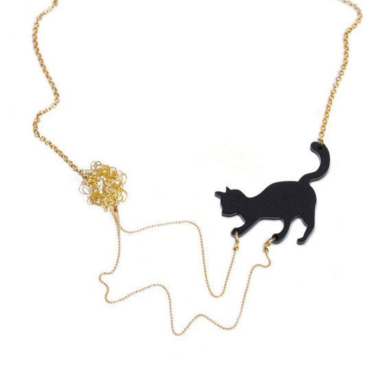 Best Christmas Danties: Tiny Cat Playing Necklace, Best Christmas Gift For Cat