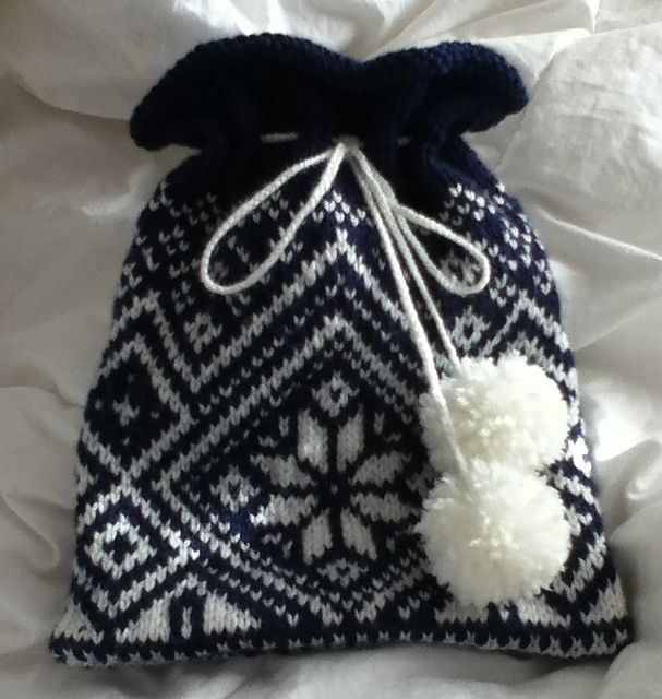 Ravelry: LaurenA1011's Norwegian Snowflake giftbag