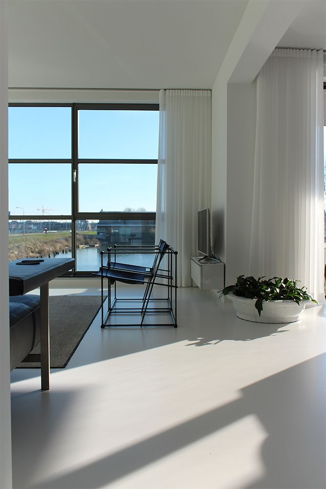 gietvloer wit interieur zwart | gordijnen | Pinterest | Future house ...