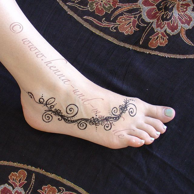 A small khidab design on a foot henna tatoo basic designs recent photos the commons getty collection galleries world map app gumiabroncs Images