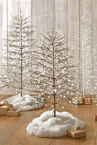 Decorate Effortlessly With A Pre Lit Christmas Tree That