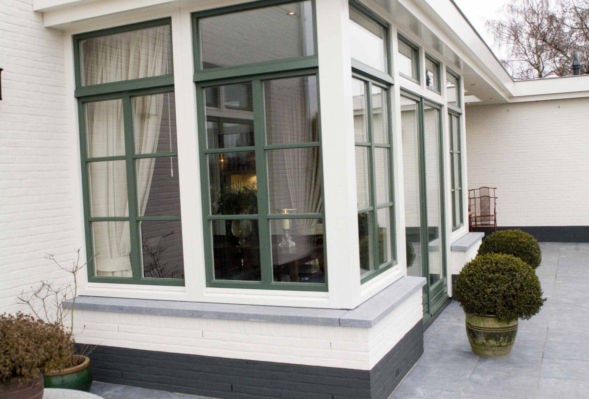 Gevel van een moderne villa u stockfoto jrstock