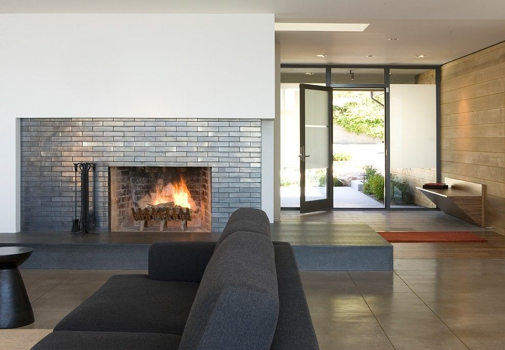 Awe Inspiring Ceramic Tile That Looks Like Brick With Entry Built In Bench  Next To