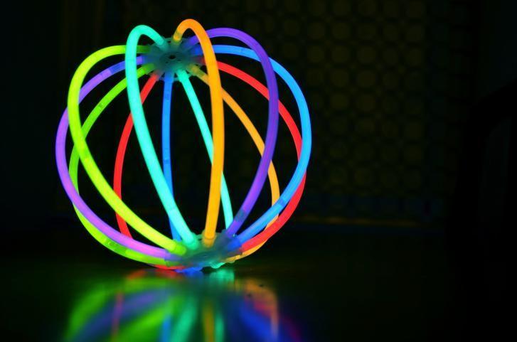 24 Ideas Originales Con Pulseras De Neon Que Nunca Hubieras