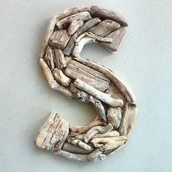 Cette lettre « S » fabriqué à partir de bois flotté en fait un