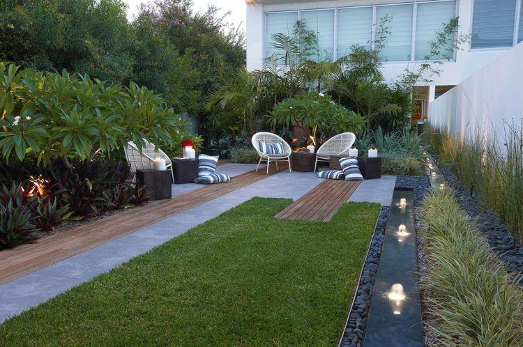 moderner garten mit lauschigen stauden und kleiner rasenfläche, Garten seite
