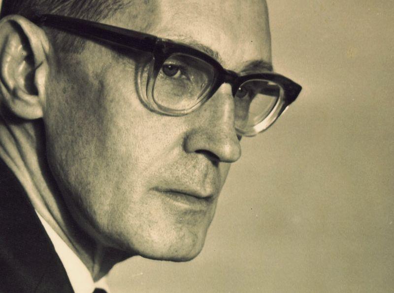 Carlos Drummond de Andrade -poeta brasileiro