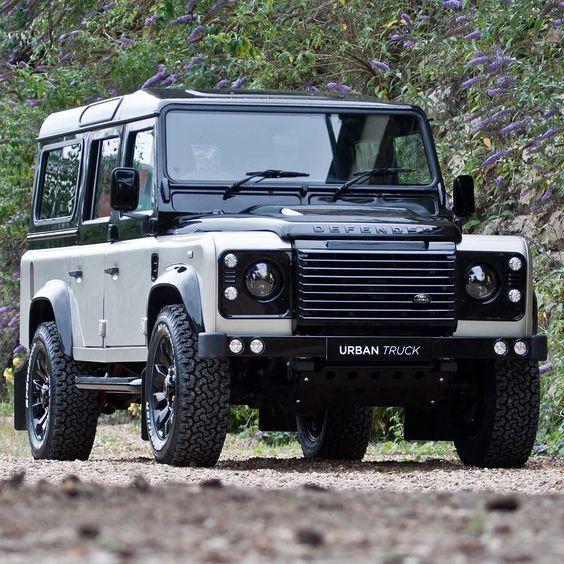 Land Rover Defender 110 Custom Colour Changes To A Fantastic Standard Voitures Retro Voiture Moto Voiture