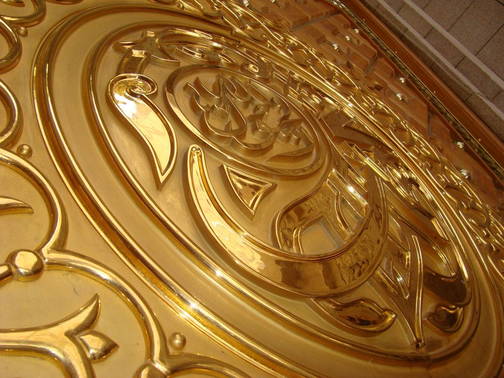 Detailed View Of Gold Door Entrances Al Masjid An Nabawi Madina Gold Door Arabesque Gold