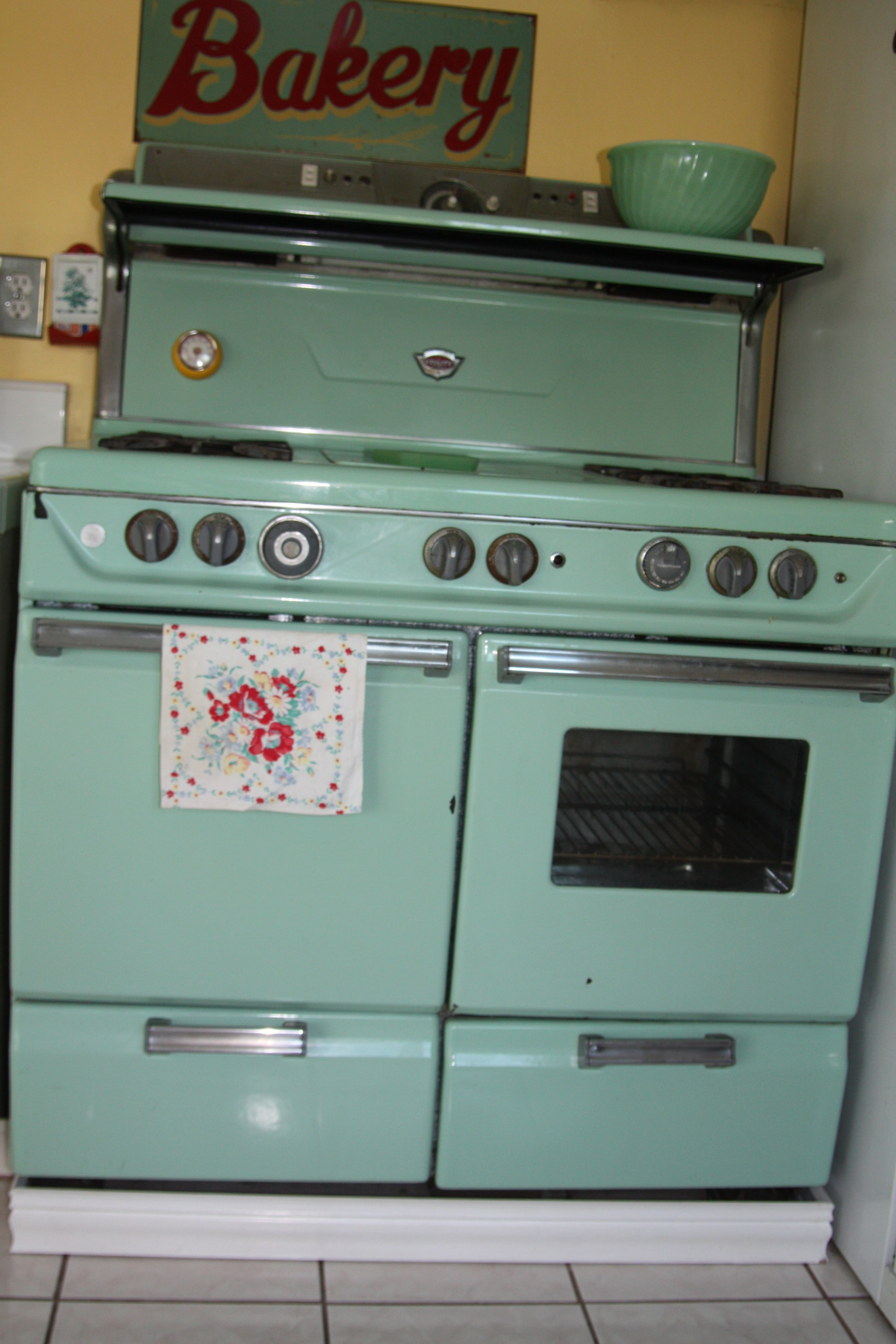 I love this! Would like to have my whole kitchen in the 50\'s style ...