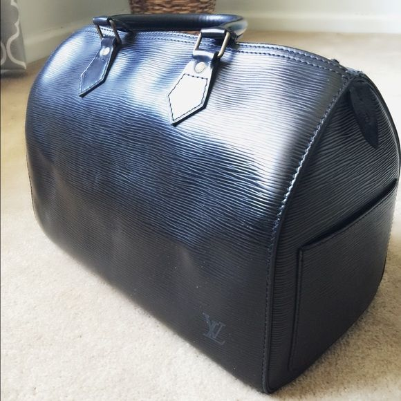 LV Epi Noe speedy 30 Used. Excellent condition. No dust bag (lost it from moving across state) Louis Vuitton Bags Totes
