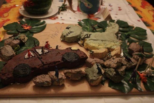boy's dinosaur birthday party cake www.spaceshipsandlaserbeams.com