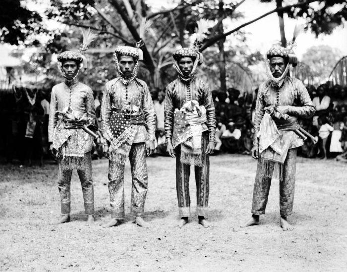 Court of Bima, picture taken between 1925–1932. Sumbawa island.