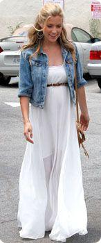 Robe blanche et veste jean