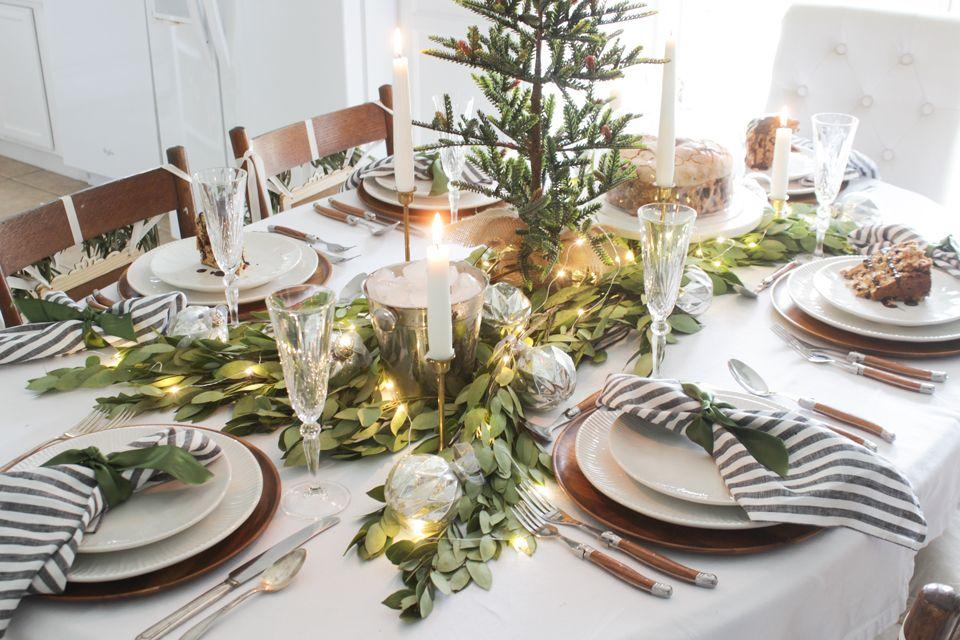 A Fresh Green Christmas Table Fresh Greens Christmas Holiday Tablescapes Green Christmas
