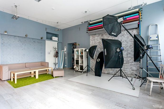 Taking Pictures In A Vibrant Photo Studio Kiev Designrulz Home Studio Photography Studio Interior Photography Studio Design