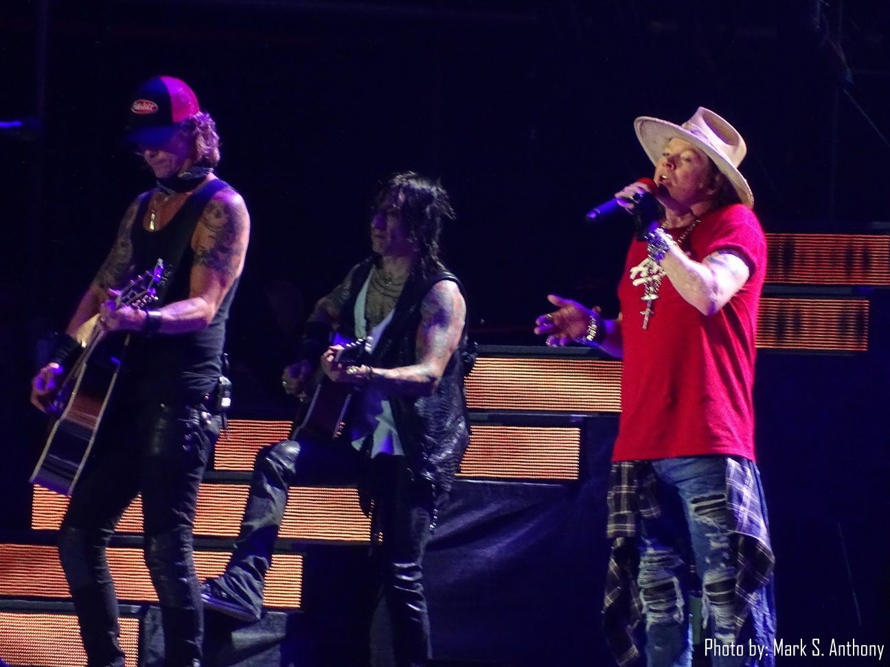"Guns N Roses Dodger Stadium 08-18-16 ""Paradise City""   ***THE END***"