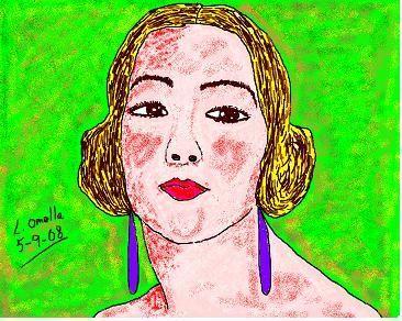 Mujer con pendientes lilas- con ordenador