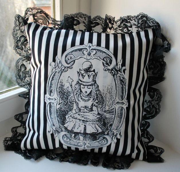 Coussin Queen Alice Deco Noir Et Blanc Alice Aux Pays Des Merveilles Deco Gris