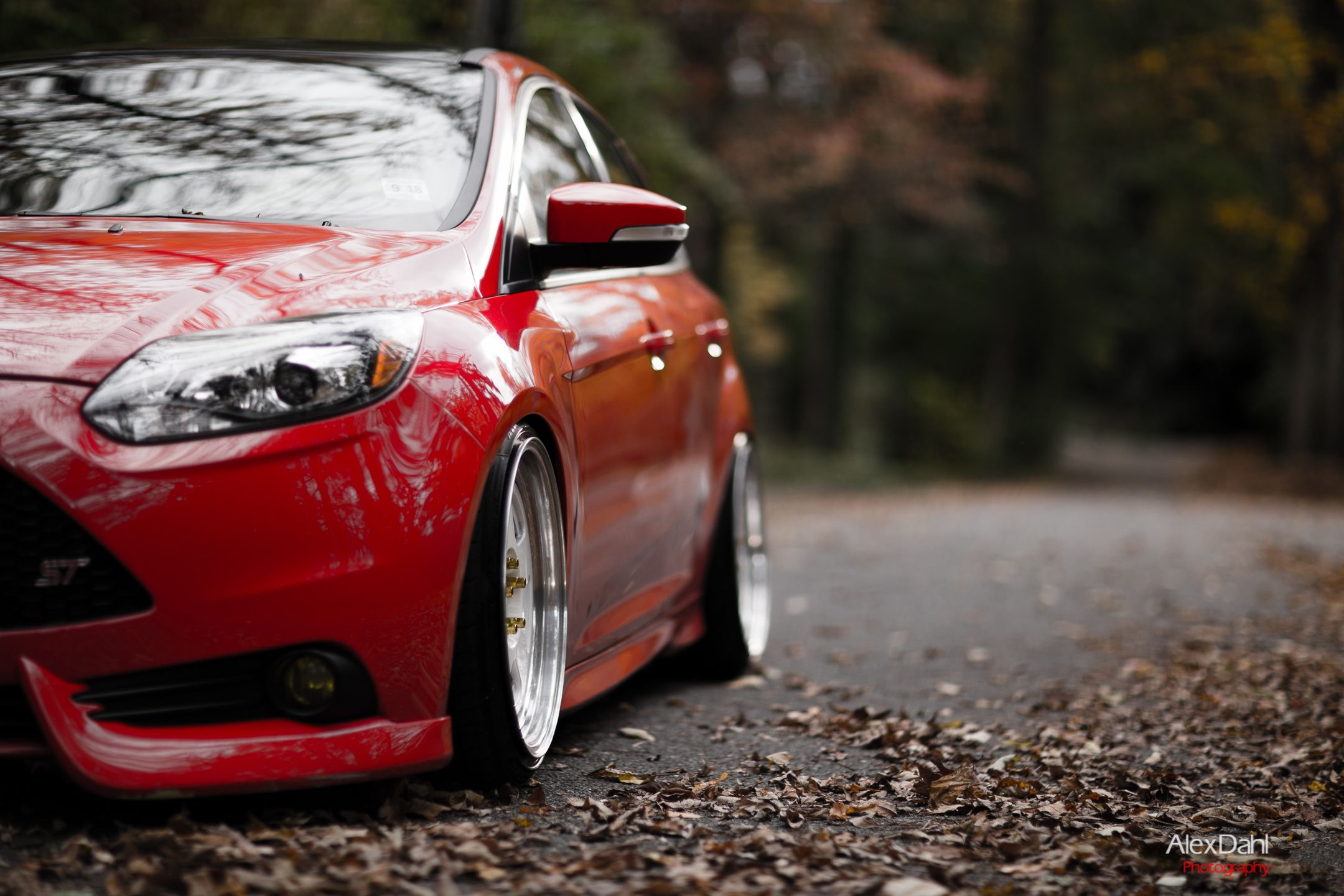 Red ford focus st mk3 low air suspension big allyo wheels
