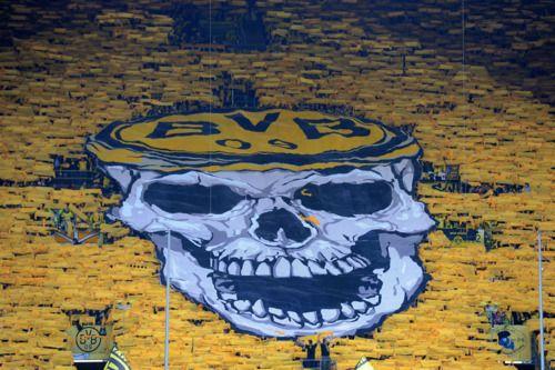 Borussia Dortmund Fans Hoist Skull Banner Dortmund Borussia Dortmund Footy
