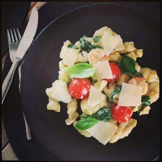Pasta met garnalen in pesto-roomsaus. Officiële recept is van Vapiano! #genieten #garnalen #pasta