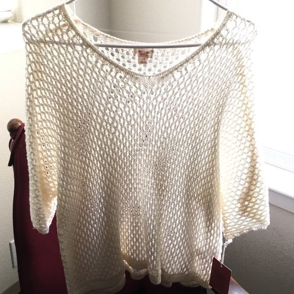 NWT open knit sweater Brand new NWT open knot white/cream colored sweater! Could be worn in spring or summer! Very fun and cute! One very tiny snag that is barely even noticeable (in picture). Other than that, no tears or stains! Make an offer! Mossimo Supply Co Tops
