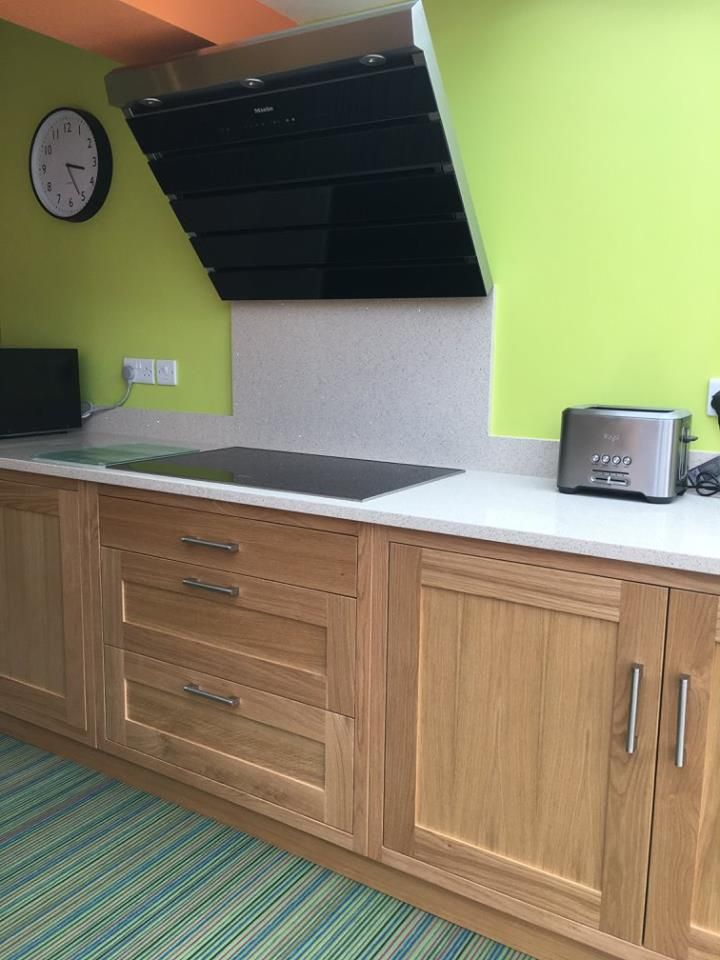 Chapel Green Kitchen by Eridge Green Bespoke Kitchens and Living space.