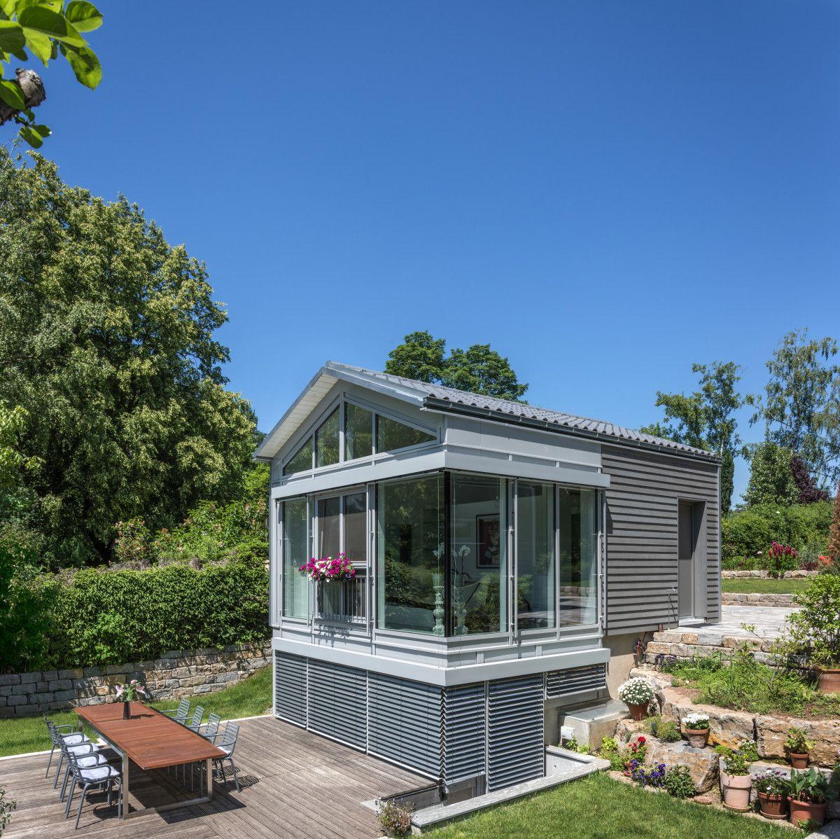 Modernes einfamilienhaus mit satteldach fertighaus for Modernes haus bauen