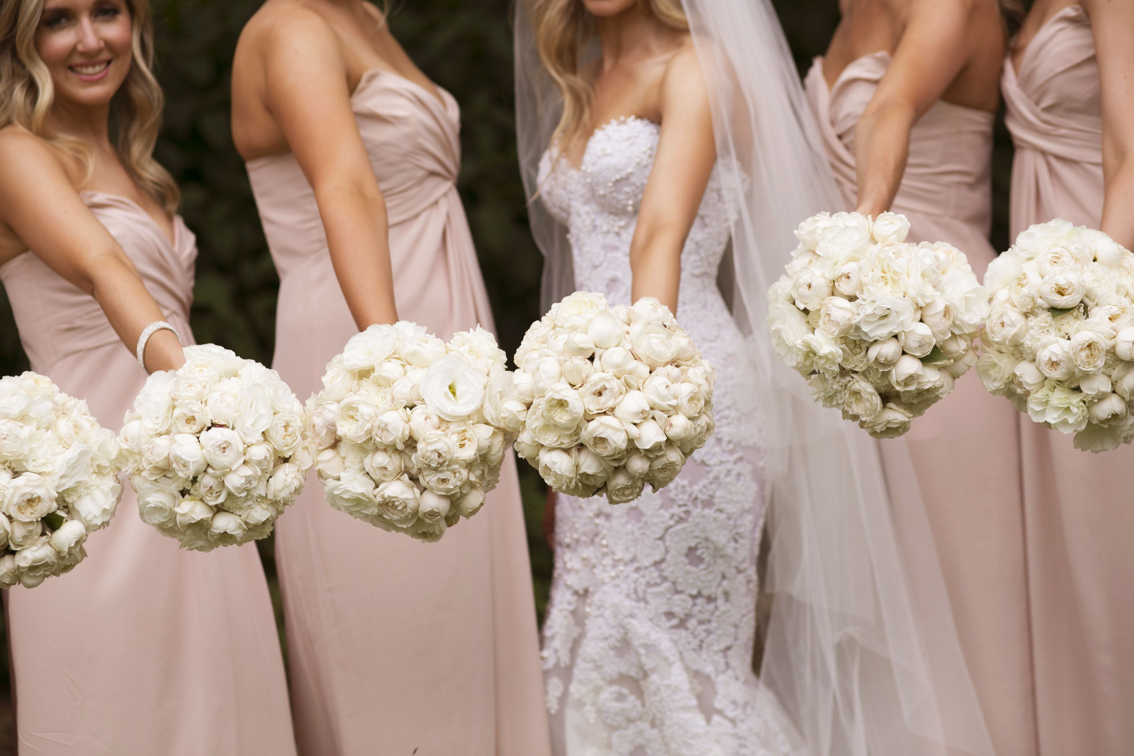 bride and bridesmaids in neutral + white bouquet | itakeyou.co.uk