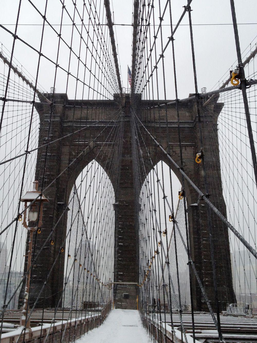 ncy - schneeballschlacht auf der brooklyn bridge. // nikesherztanzt