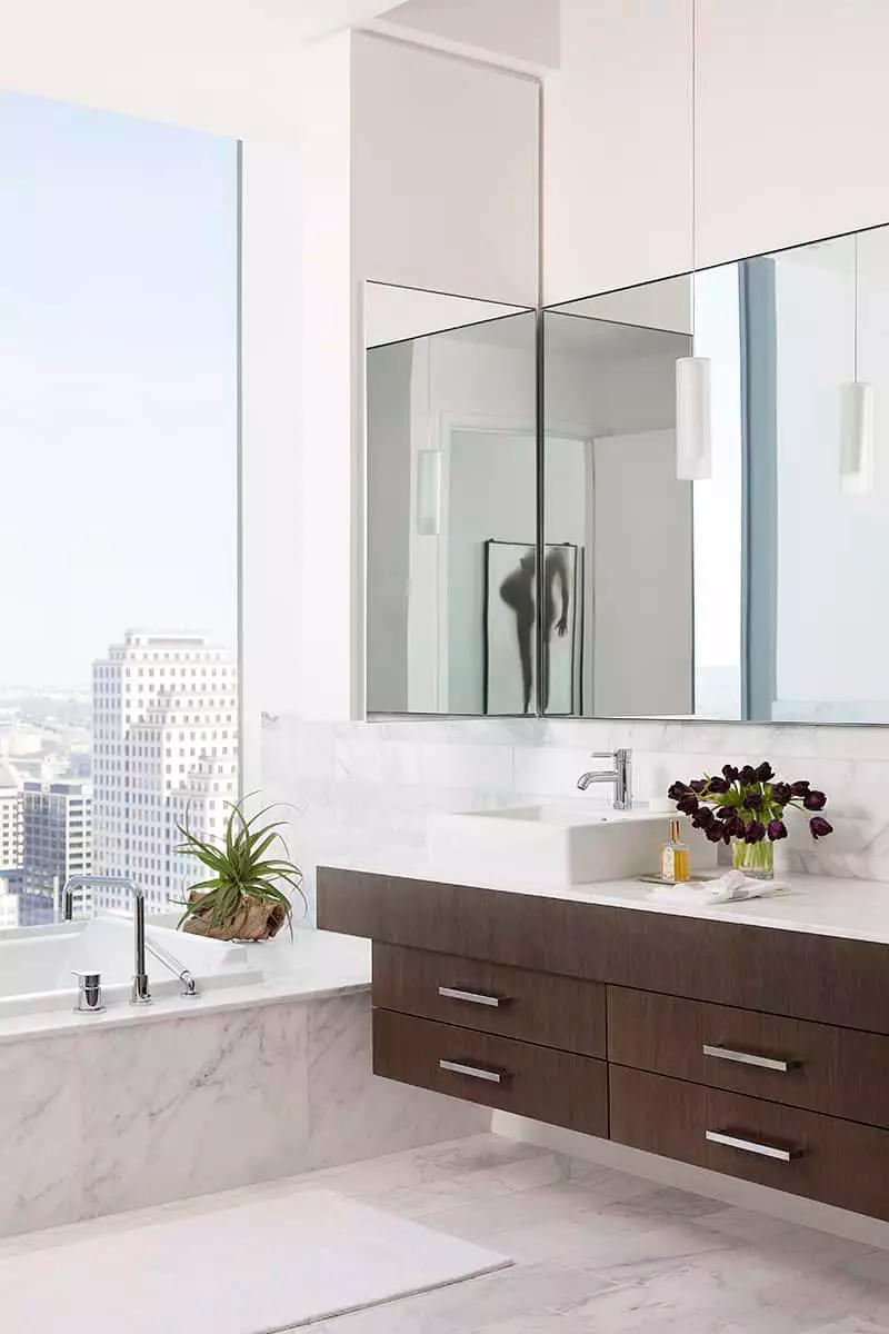 33 Elegant White Master Bathroom Ideas (2020 Photos) in