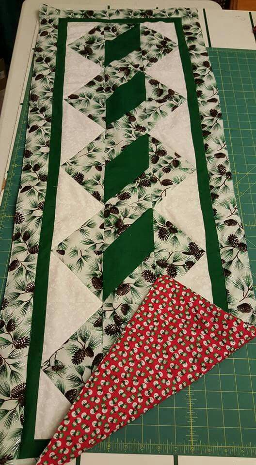 Pole Twist Table Runner Free Pattern